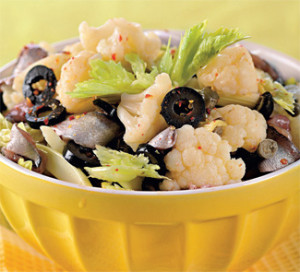 Салат из цветной капусты с анчоусами и оливками