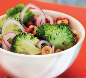 Салат с брокколи и клюквы