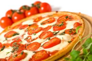 Пицца с сыром и луком