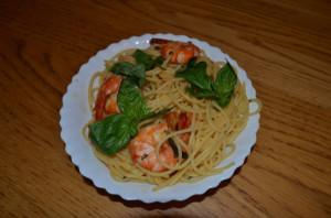Спагетти с креветками и томатами