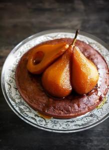 Медовая шарлотка с карамелизованными яблоками и грушами